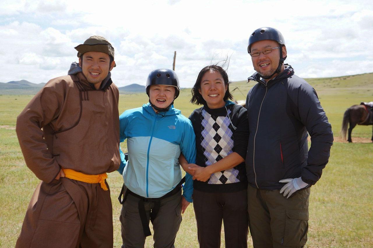 ウンドゥルシレットリバーサイドキャンプで乗馬と気球とモンゴル人が最高だった!