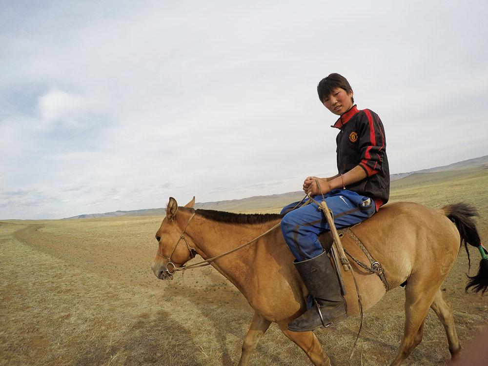 ツォクトさんのナーダム(競馬)出場用馬の訓練を見学
