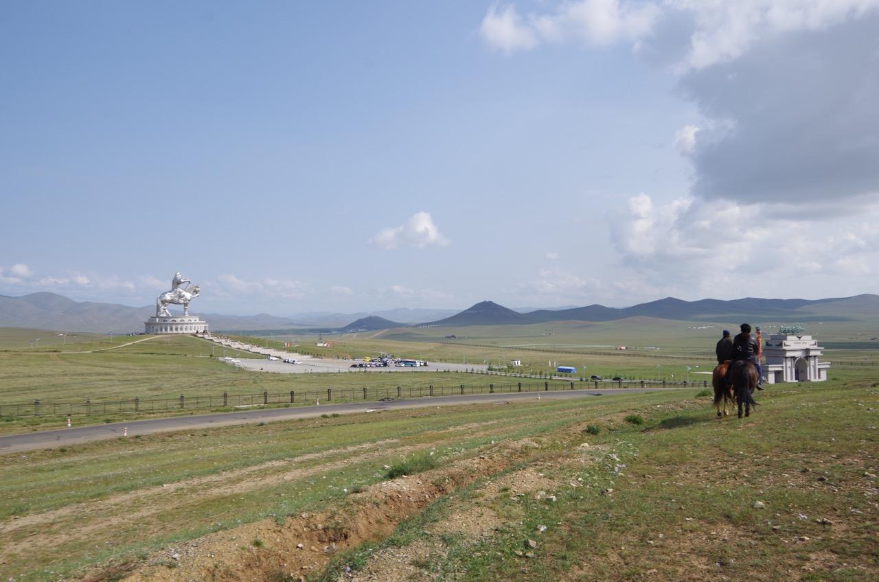 モンゴルでの初乗馬はツォクトさんの馬で!