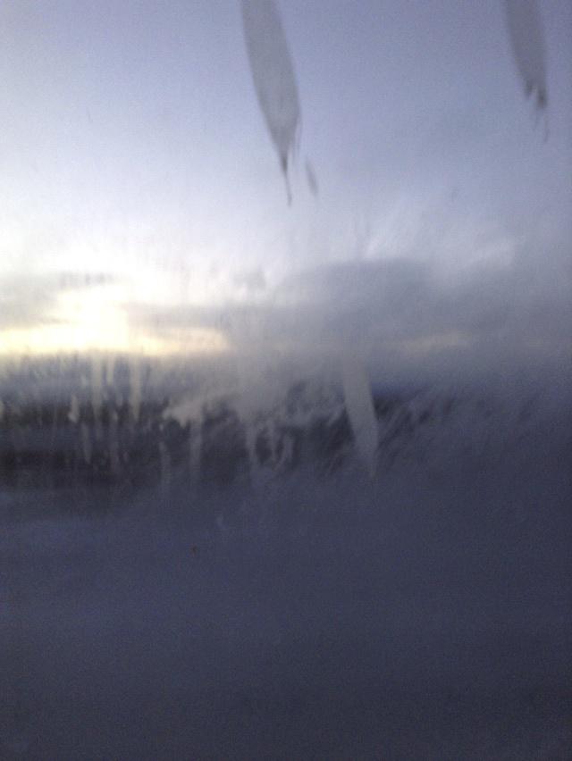 凍った窓の外の世界