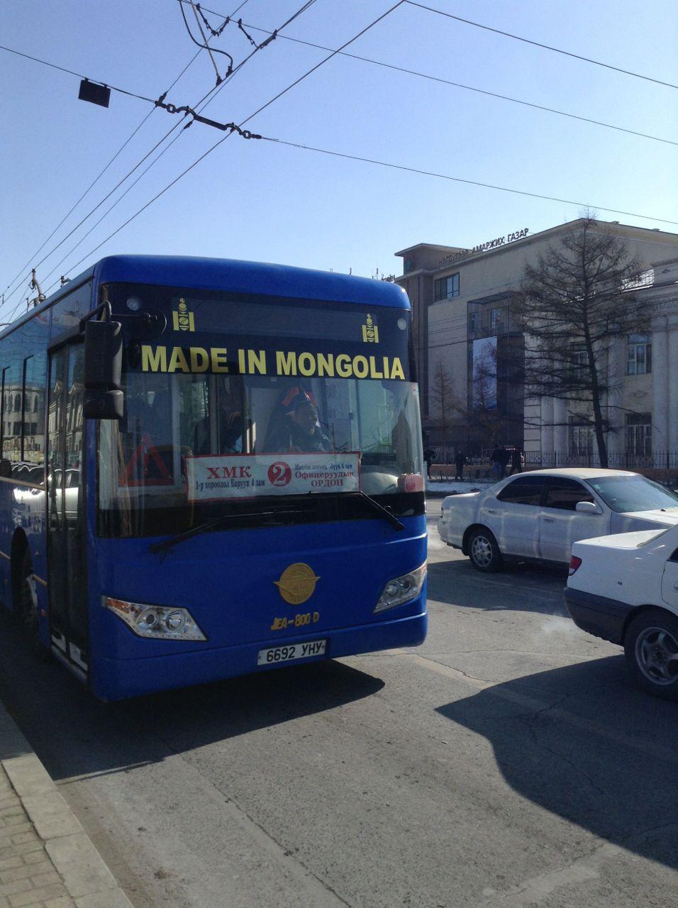ウランバートル市内を走るバス運賃は全て運転手の利益